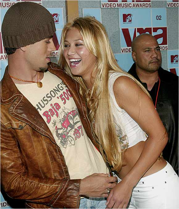 Anna Kournikova never won a singles title on the WTA tour (she won two in doubles) but had a good run as the most popular woman on the tour until Maria Sharapova came along. Anna has all but retired from tennis, but her relationship with singer Enrique Iglesias has kept her in the spotlight.